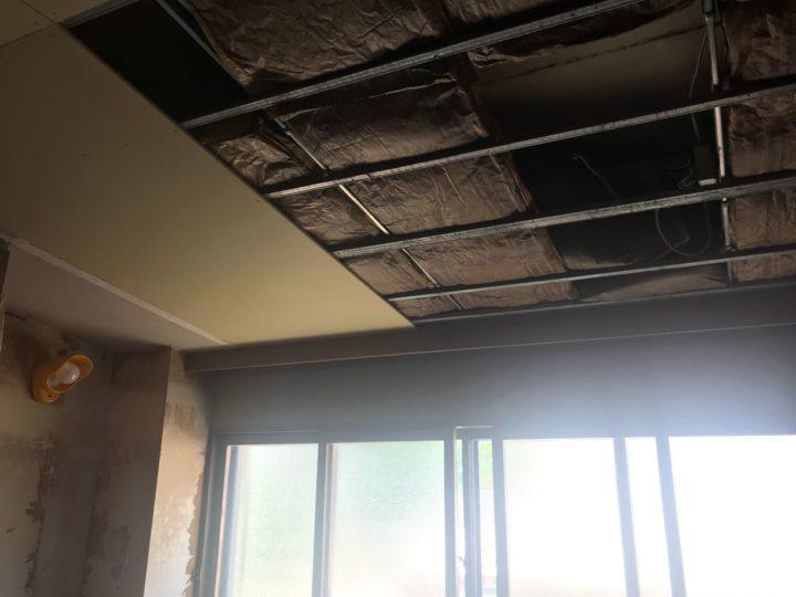 屋内天井張替作業