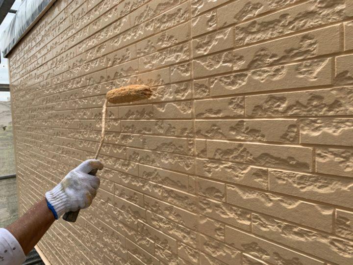 外壁仕上げ塗り作業