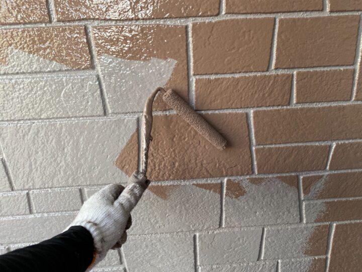 外壁 仕上げ塗り作業