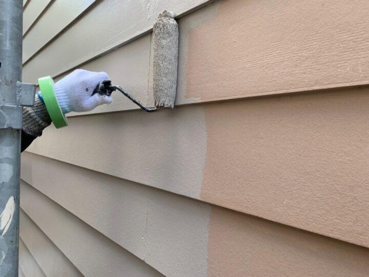 ガレージ外壁 中塗り作業