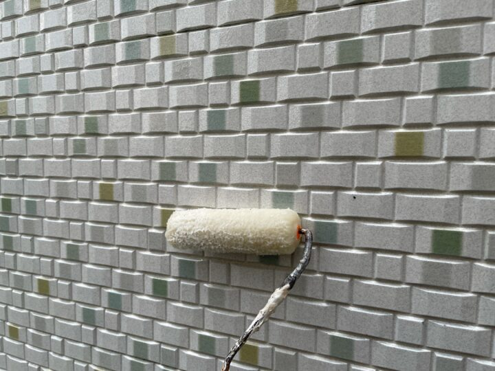 外壁 クリヤー塗装下塗り作業