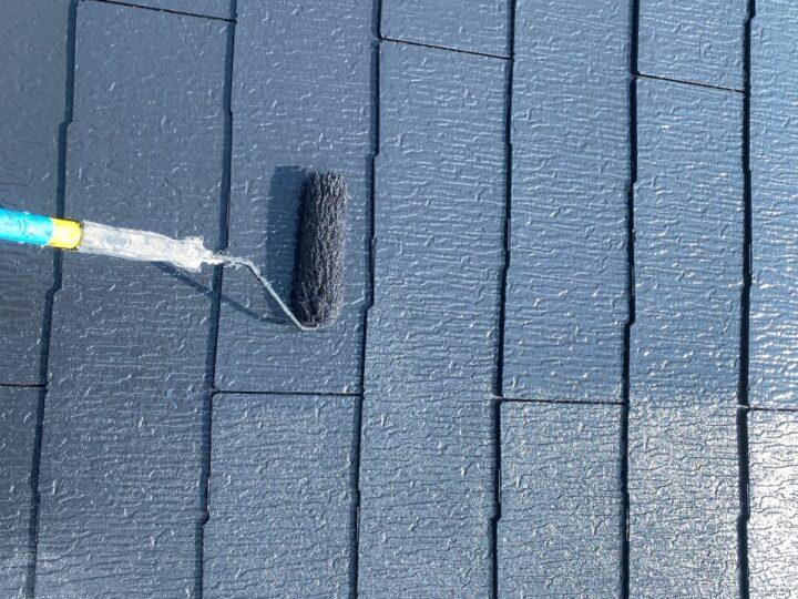 屋根 中・上塗り作業